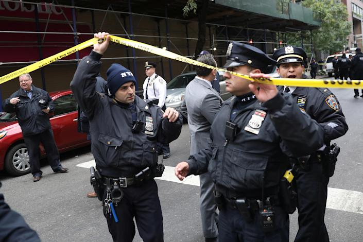 <p>Police respond to a report of a suspicious package in the Manhattan borough of New York City, Oct. 26, 2018. (Photo: Mike Segar/Reuters) </p>