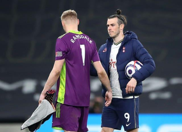 Gareth Bale chats to Aaron Ramsdale