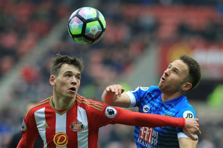 Sunderland's Donald Love (L) and Bournemouth's Marc Pugh (R) vie for the ball during their English Premier League football match at the Stadium of Light in Sunderland, north-east England on April 29, 2017
