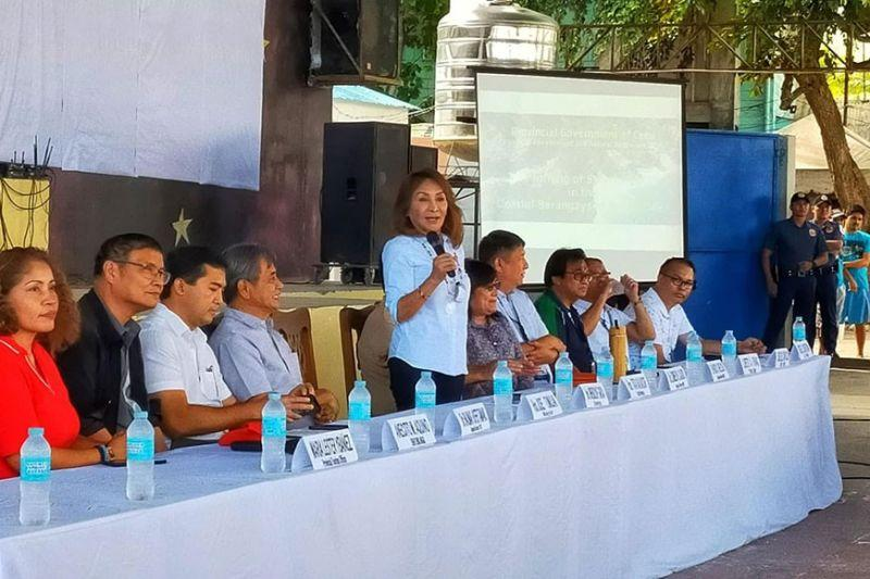 Garcia asks removal of 420 structures in Oslob