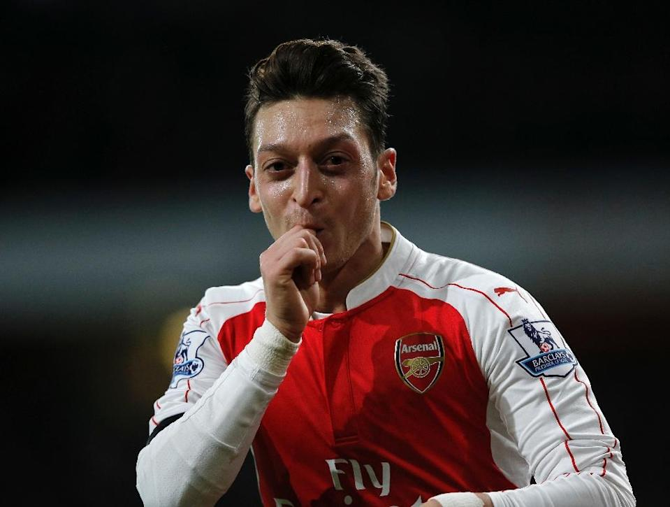 Arsenal's midfielder Mesut Ozil celebrates after scoring their second goal during the English Premier League football match against Bournemouth at the Emirates Stadium in London on December 28, 2015 (AFP Photo/Adrian Dennis)
