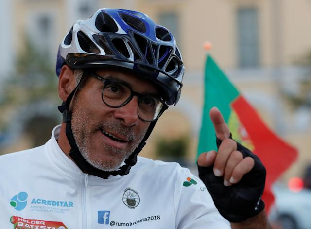 Portuguese cyclist Helder Batista, who arrived in Russia's capital to attend the 2018 FIFA World Cup, answers questions from a journalist in central Moscow, Russia June 18, 2018. REUTERS/Tatyana Makeyeva