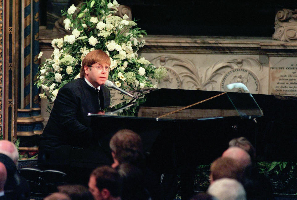 """Elton John sang """"Candle in the Wind"""" at Princess Diana's funeral. (Photo: Getty Images)"""