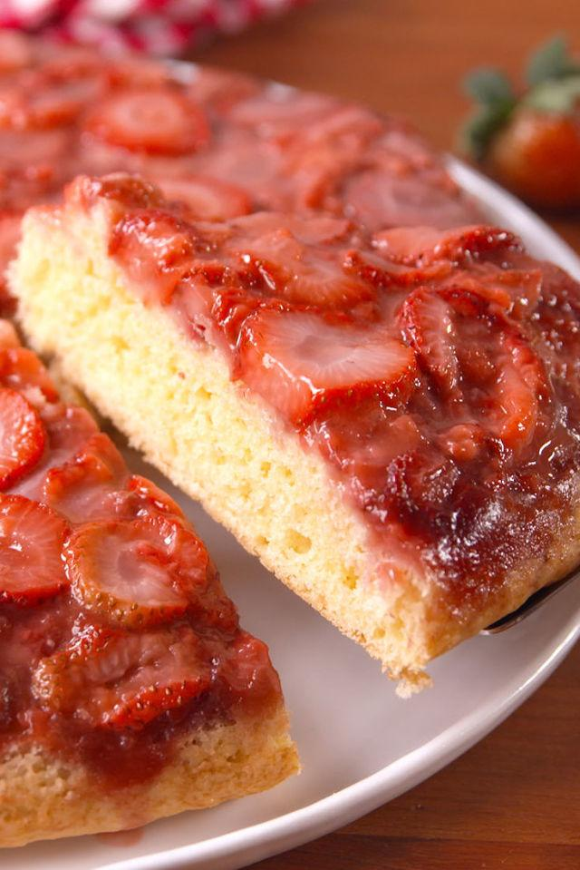 """<p>If you don't have an oven-safe skillet, you can use a 12"""" cake pan!</p><p>Get the recipe from <a rel=""""nofollow"""" href=""""http://www.delish.com/cooking/recipe-ideas/recipes/a54083/strawberry-upside-down-cake-recipe/"""">Delish</a>.</p>"""