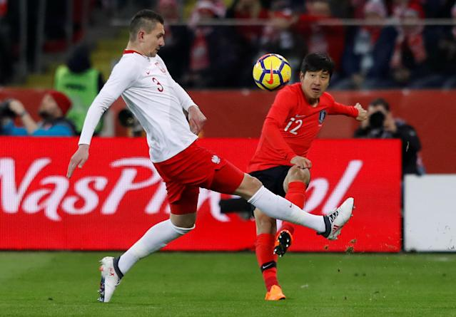 Soccer Football - International Friendly - Poland vs South Korea - Silesian Stadium, Chorzow, Poland - March 27, 2018 South Korea's Park Joo-Ho in action with Poland's Artur Jedrzejczyk REUTERS/Kacper Pempel
