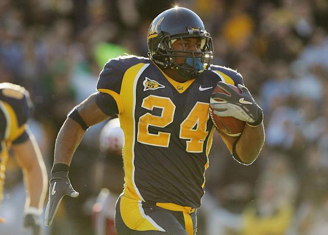 BERKELEY, CA – NOVEMBER 20: Running back Marshawn Lynch #24 of the University of California, Berkeley Golden Bears carries the ball against the Stanford University Cardinal during the game at Memorial Stadium on November 20, 2004 in Berkeley, California. The Golden Bears defeated the Cardinal 41-6. (Photo by Jed Jacobsohn/Getty Images)