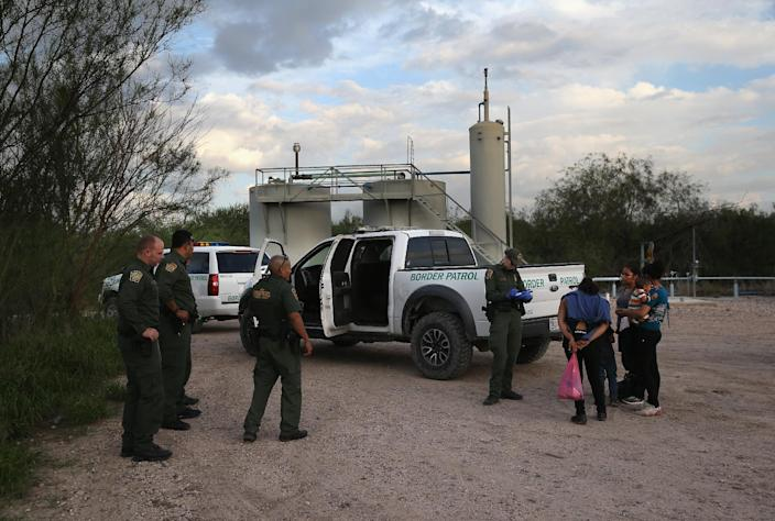 Families of Central American immigrants turn themselves in to US Border Patrol agents after crossing the Rio Grande River from Mexico to McAllen, Texas (AFP Photo/John Moore)