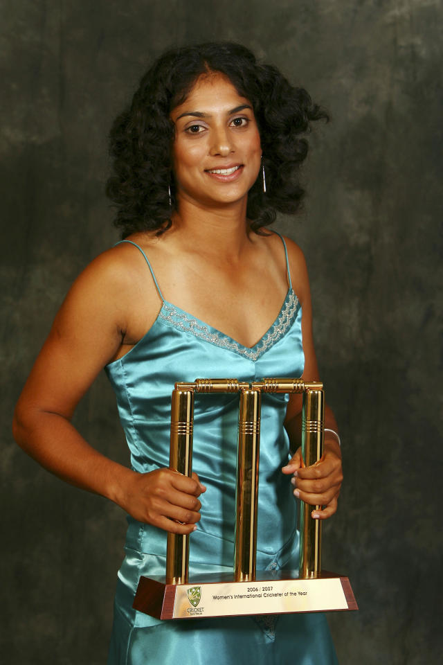 MELBOURNE, AUSTRALIA - FEBRUARY 05:  Cricketer Lisa Sthalekar poses with her trophey after winning the  Women's Cricketer of the Year Award at the 2007 Allan Border Medal at Crown Casino on February 5, 2007 in Melbourne, Australia.  (Photo by Kristian Dowling/Getty Images)