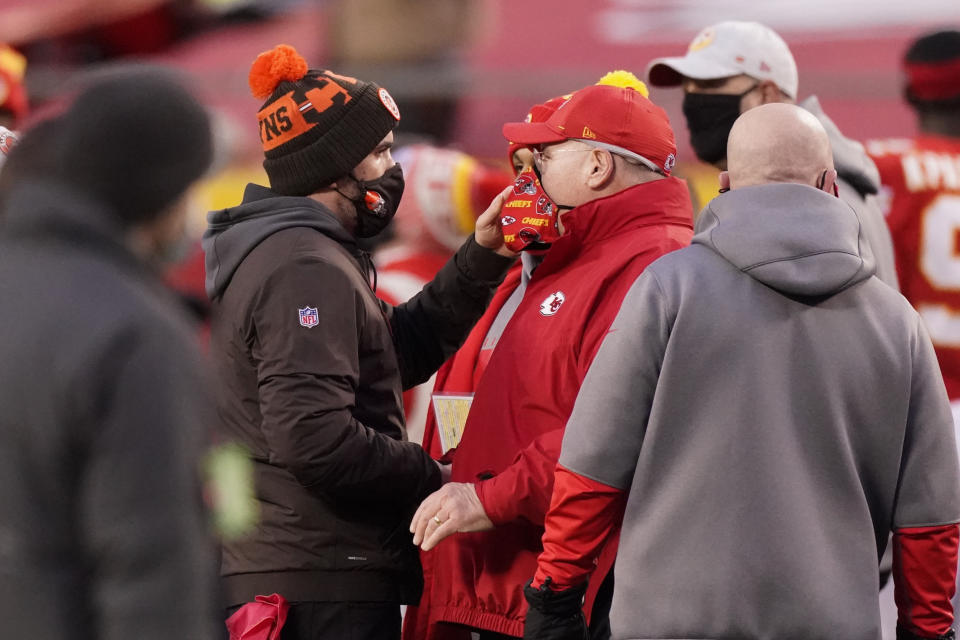 The Browns called Andy Reid's apparent bluff on fourth down. It turns out he had the winning hand all along. (AP Photo/Charlie Riedel)