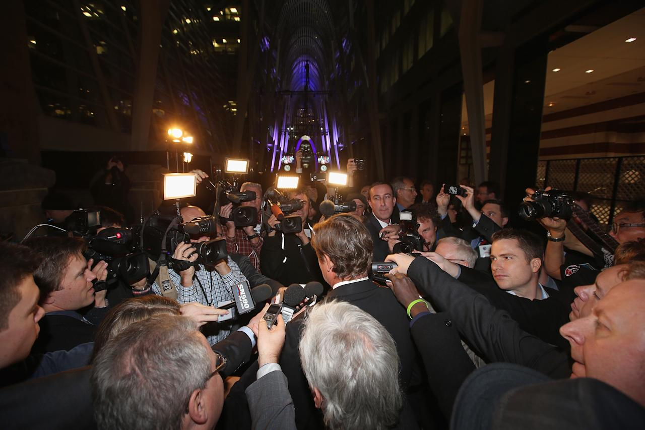 TORONTO, ON - NOVEMBER 11: Wayne Gretzky is surrounded by media during the red carpet event prior to the 2013 Hockey Hall of Fame induction ceremony on November 11, 2013 in Toronto, Canada. (Photo by Bruce Bennett/Getty Images)