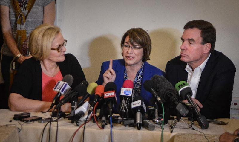 US senators (L-R) Claire McCaskill from Missouri, Amy Klobuchar from Minnesota and Mark R. Warner from Virginia, give a press conference at the National Hotel of Havana, on February 17, 2015 (AFP Photo/Adalberto Roque)