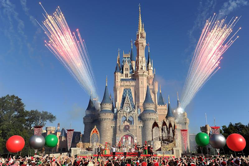 Imagen del castillo de la Cenicienta en el parque de atracciones de Walt Disney World en Lake Buena Vista, Florida. Foto: Mark Ashman/Disney Parks via Getty Images.