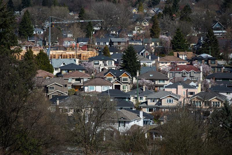 Growing population, declining mortgage rates speed up B.C. housing recovery