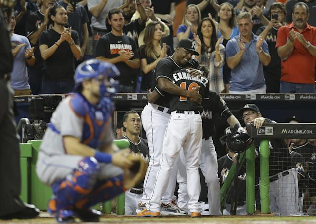 Dee Gordon embracing Marlins hitting coach Barry Bonds after his leadoff homer. (AP)
