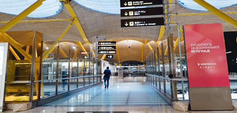 "<span class=""attribution""><a class=""link rapid-noclick-resp"" href=""https://www.shutterstock.com/es/image-photo/madrid-circa-2020-barajas-airport-hall-1751855750"" rel=""nofollow noopener"" target=""_blank"" data-ylk=""slk:Shutterstock / Kastaprav"">Shutterstock / Kastaprav</a></span>"