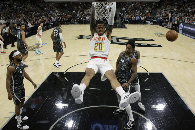 Hawks complete late rally to stun Spurs 121-120