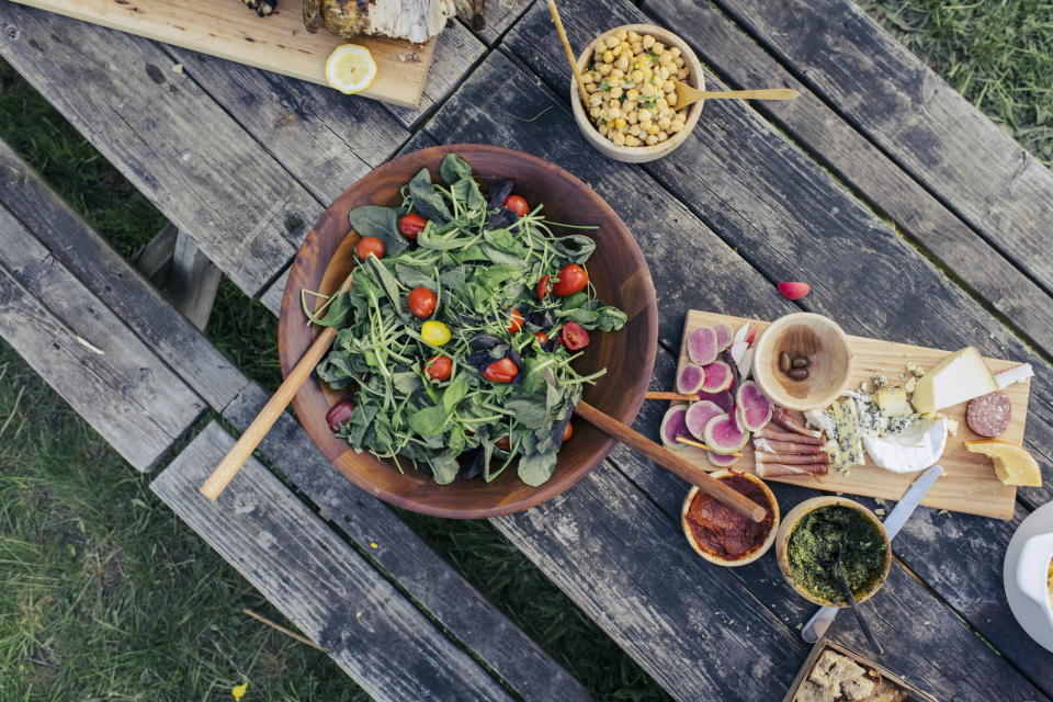 Experts agree that a healthy, balanced diet is essential for effective, long-term weight loss. (Getty Images)