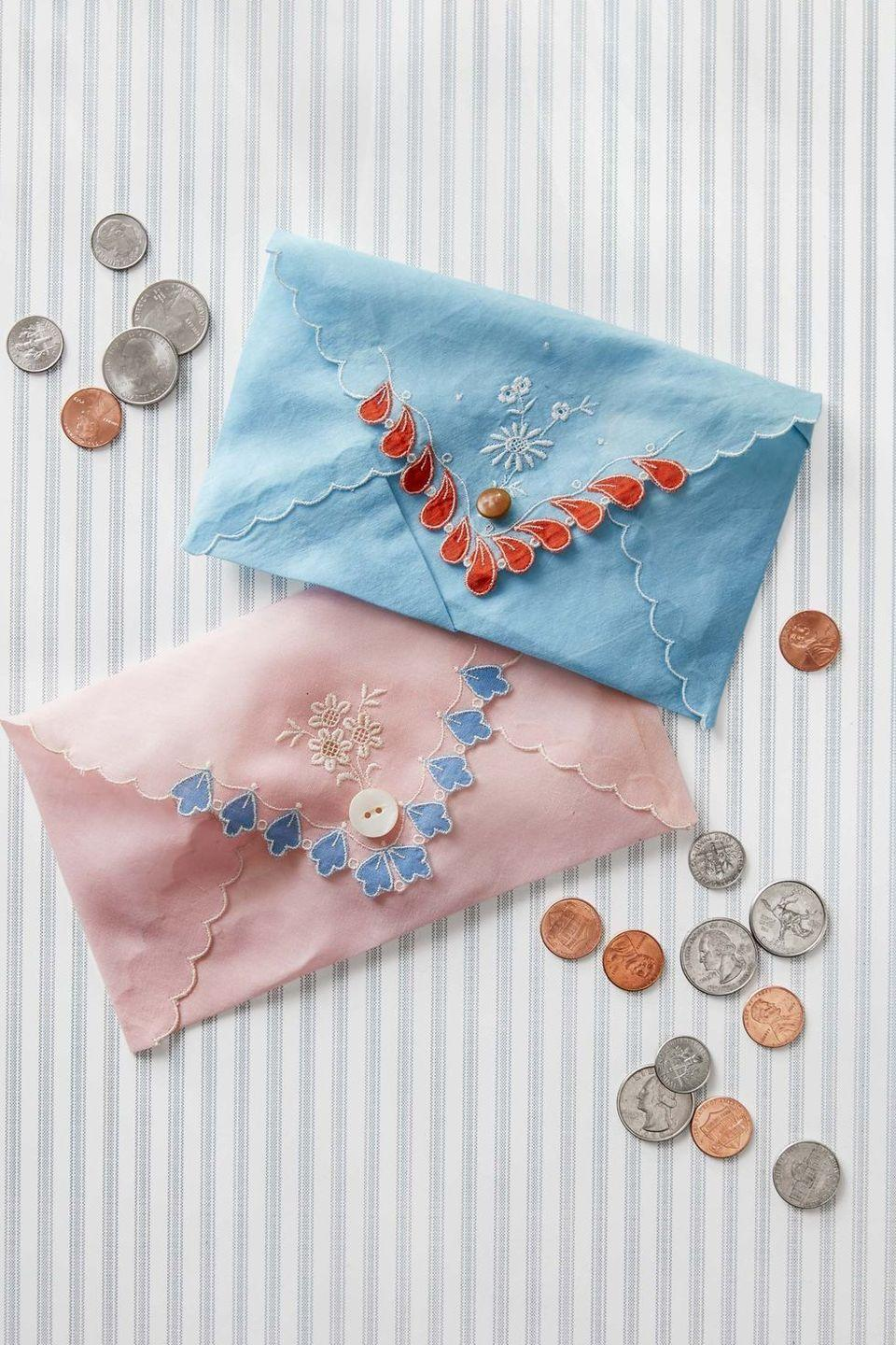 <p>Mom's are notorious for having spare change, so she will definitely appreciate this handmade coin purse for stashing all of her loose pennies and dimes! </p>