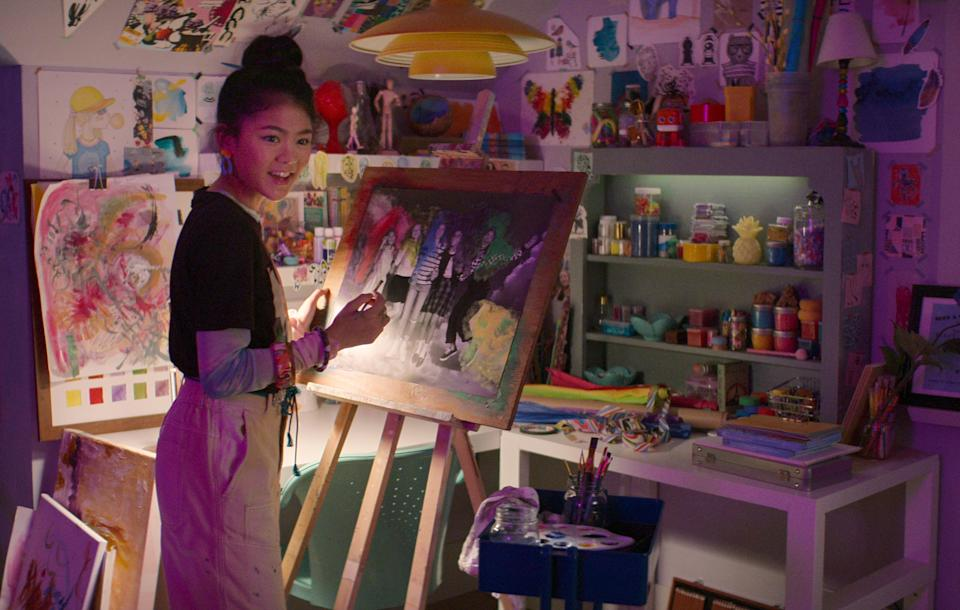 THE BABY-SITTERS CLUB (L to R) MOMONA TAMADA as CLAUDIA KISHI in episode 207 of THE BABY-SITTERS CLUB Cr. COURTESY OF NETFLIX © 2021