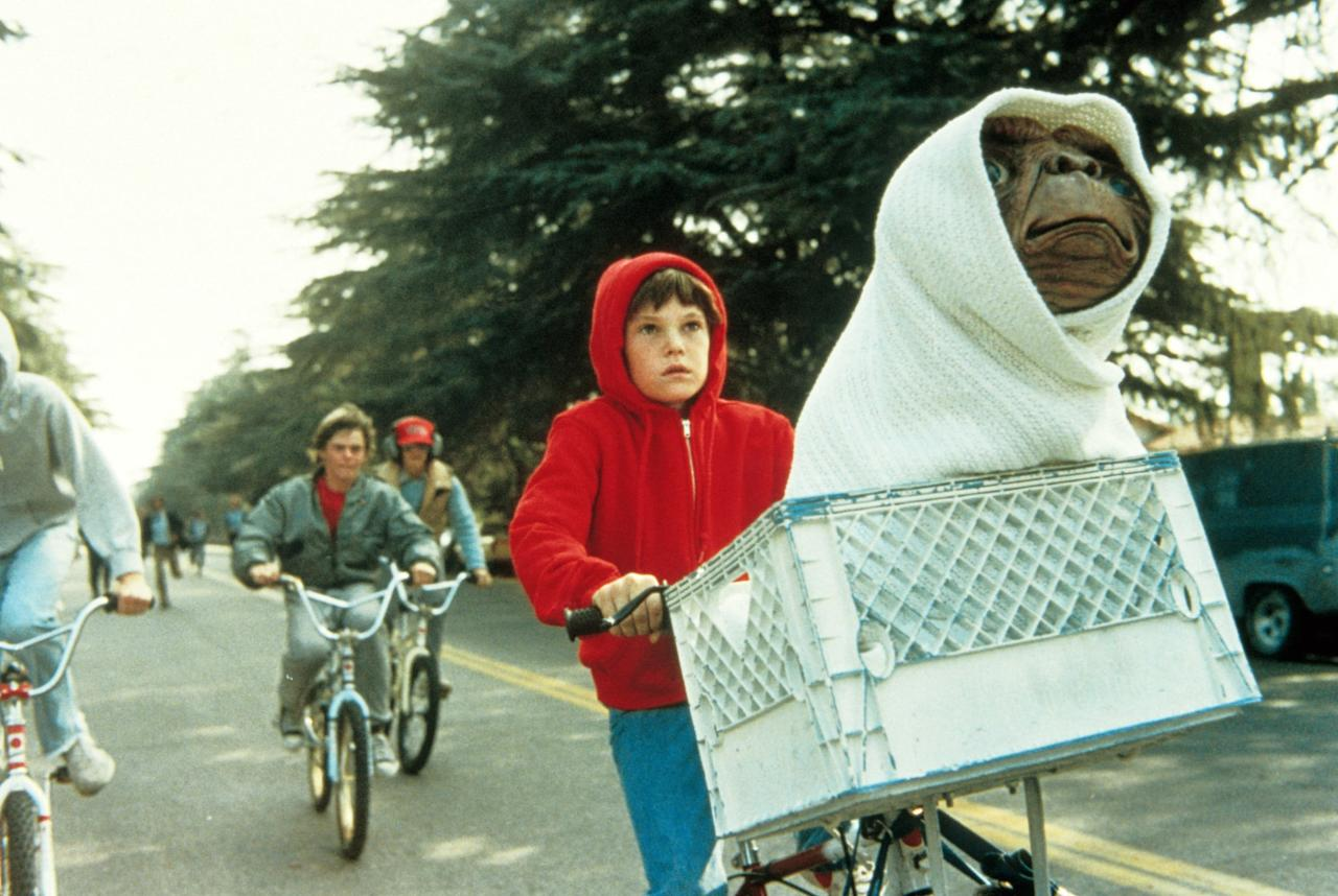 <p>E.T. is phoning home to Netflix on June 1!</p>
