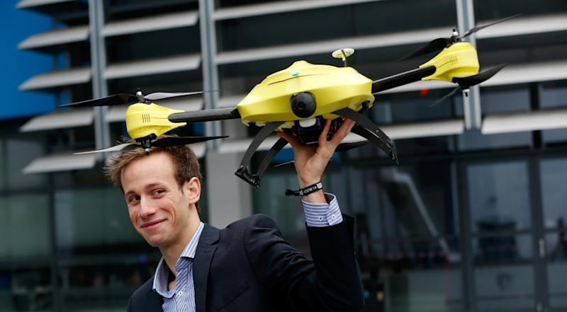 Graduated TU Delft student Alec Momont shows his design of an ambulance drone with a built in defibrillator in Delft, Netherlands, on October 28, 2014 (AFP Photo/Bas Czerwinski)