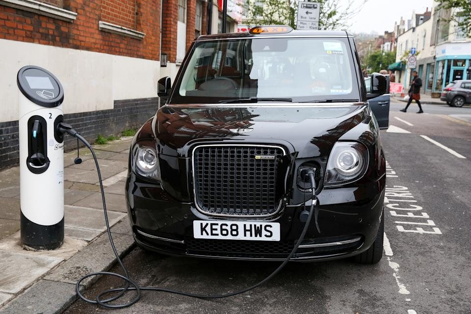A black London taxi is seen using the electric car charging point in London. To help improve air quality, an Ultra-Low Emission Zone (ULEZ) which came into force on Monday 8 April 2019, now operates 24 hours a day, 7 days a week, within the same area of central London as the Congestion Charge. Drivers must meet the ULEZ emissions standards or have to pay a daily charge, in addition to Congestion Charge to drive within the zone, Black cabs are exempted from Ultra Low Emission Zone charge. (Photo by Dinendra Haria / SOPA Images/Sipa USA)