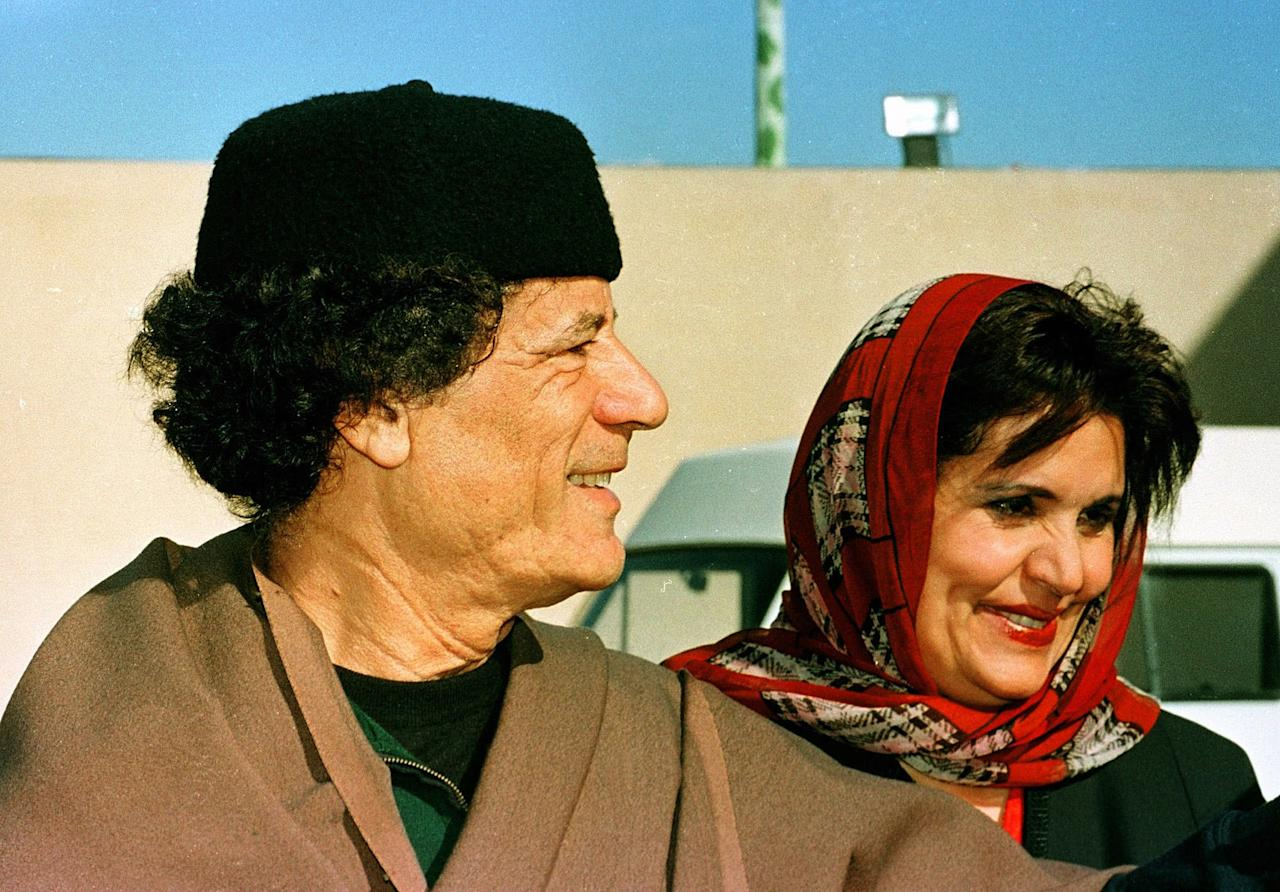 Picture taken in Tripoli on December 2, 1997 of Libyan leader Moamar el-Gadhafi and his wife Safiya. (AP Photo/Dimitri Messinis)