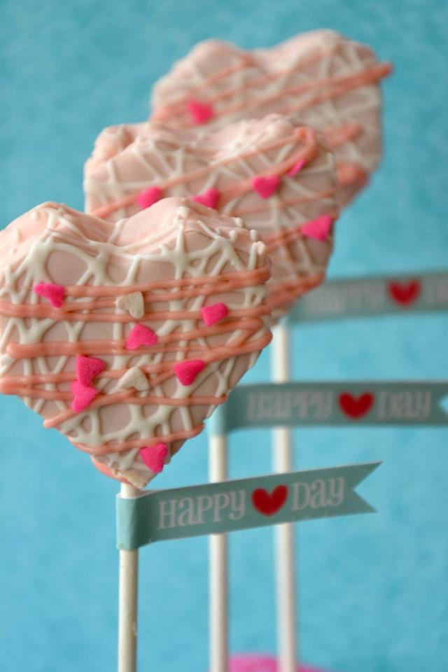 "<p>A to Z Celebrations' <a rel=""nofollow"" href=""http://atozebracelebrations.com/2013/01/no-bake-heart-cake-pops.html"">no-bake heart cake pops</a> are made using store-bought cakes, lollipop sticks, sprinkles, and pink candy melts.</p>"
