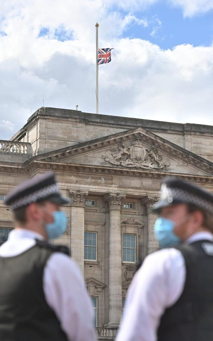 Police are seeing the Union flag on the half-mast of Buckingham Palace.  -Jeff Pew & # xa0;