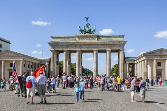 Crowds of visitors at Pariser Platz, Brandenburg Gate, Berlin