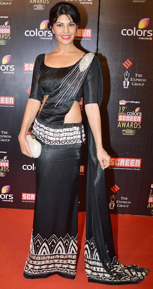 Very unconventional style of draping a saree! Doesn't Jaqueline look super chic in her outfit?