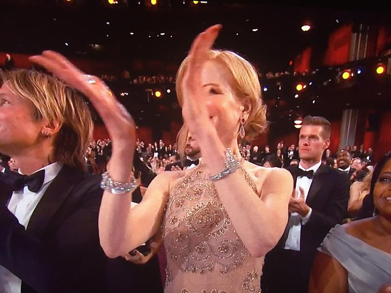 Nicole Kidman clapping at the Oscars (Credit: Twitter/Oscars)