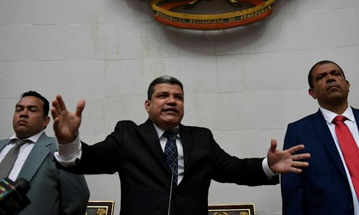 Venezuelan lawmaker Luis Parra delivers a speech after declaring himself speaker at the National Assembly in Caracas on January 5, 2020 (AFP Photo/Federico Parra)