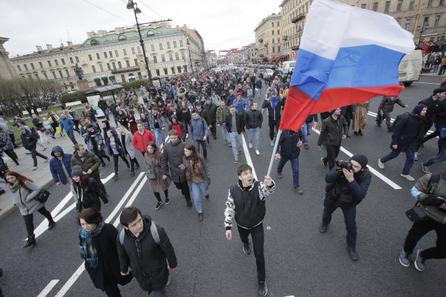 <p>Protesters attend a rally in St. Petersburg, Russia, Saturday, May 5, 2018. (Photo: Dmitri Lovetsky/AP) </p>
