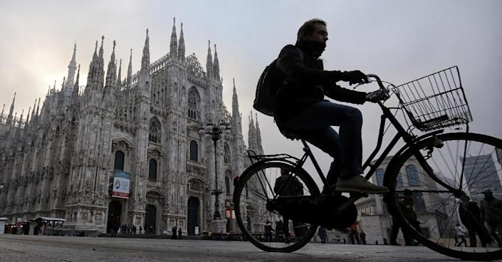 A man rides his bike near the Duomo in Milan on December 28, 2015 as cars are barred from roads (AFP Photo/Marco Bertorello)