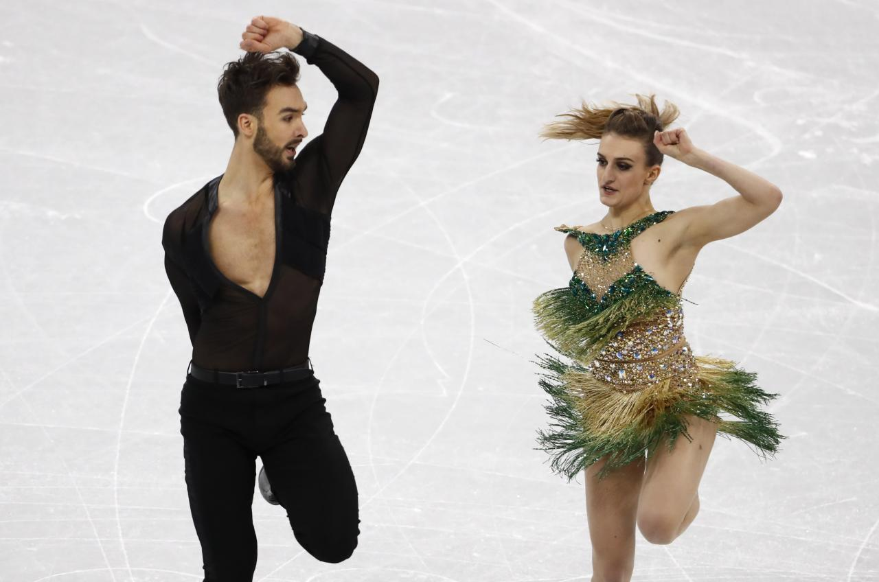 <p>Guillaume Cizeron and Gabriella Papadakis of France perform. REUTERS/Damir Sagolj </p>