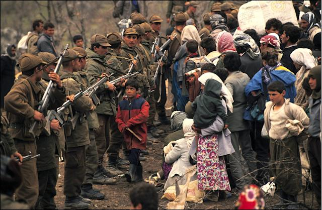 Refugees and Turkish soldiers in a Kurdish refugee camp in Isikveren, Turkey, in 1991. (Photo: Chip Hires/Gamma-Rapho via Getty Images)