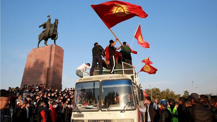 Kyrgyzstan election: Protesters storm parliament over vote-rigging claims