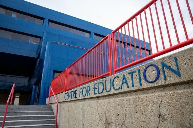 Edmonton Public Schools knows of 699 cases in 175 schools, with 67 per cent in the kindergarten to Grade 6 grades, where students still aren't eligible for COVID-19 vaccinations, but suspects there are many more.  (Codie McLachlan - image credit)