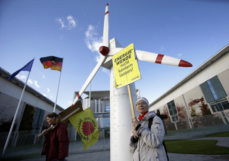 German leaders vow better energy cooperation