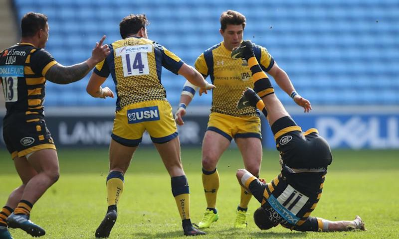 Willie le Roux of Wasps hits the ground following an an attempted tackle by Worcester wing Bryce Heem, No14