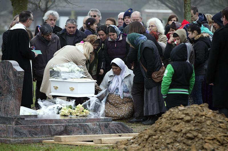 More than 100 people attended the funeral of Roma baby Maria Francesca at the Wissous cemetery on January 5, 2014 (AFP Photo/Joel Saget)