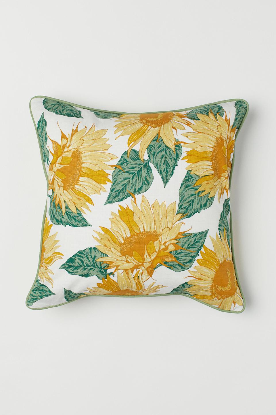 """<strong>Style Says: """"Come, Sip Lemonade In My Cottage""""</strong><br><br><br><strong>H&M</strong> Slub-Weave Cushion Cover, $, available at <a href=""""https://go.skimresources.com/?id=30283X879131&url=https%3A%2F%2Fwww2.hm.com%2Fen_us%2Fproductpage.0714404001.html"""" rel=""""nofollow noopener"""" target=""""_blank"""" data-ylk=""""slk:H&M"""" class=""""link rapid-noclick-resp"""">H&M</a><br><br><strong>Foamily</strong> Hypoallergenic Pillow Insert (20X20), $, available at <a href=""""https://www.amazon.com/Foamily-Premium-Hypoallergenic-Polyester-Standard/dp/B0106UAM3I/ref=sr_1_3"""" rel=""""nofollow noopener"""" target=""""_blank"""" data-ylk=""""slk:Amazon"""" class=""""link rapid-noclick-resp"""">Amazon</a>"""
