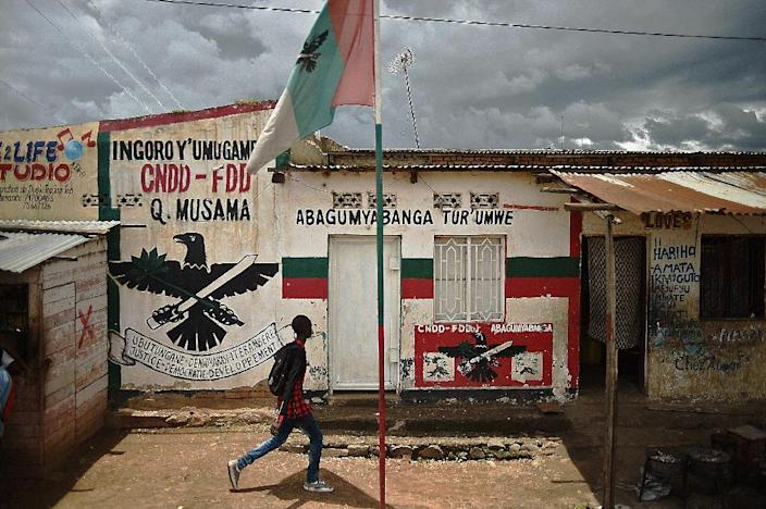 A boy walks past a mural of ruling party CNDD-FDD (National Council for the Defense of Democracy–Forces for the Defense of Democracy) in Bujumbura, on March 19, 2015 (AFP Photo/Carl De Souza)
