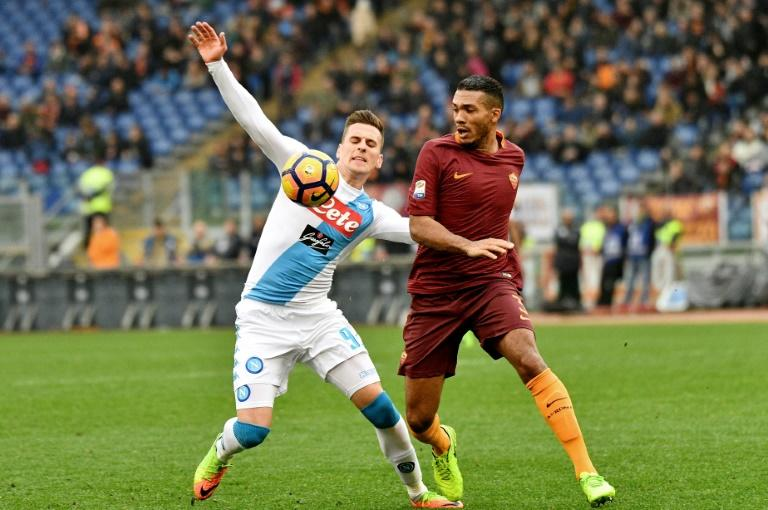 Roma's defender from Brazil Juan Jesus (R) vies with Napoli's forward from Poland Arkadiusz Milik during the Italian Serie A football match AS Roma vs Napoli on March 4, 2017 at the Olympic Stadium in Rome