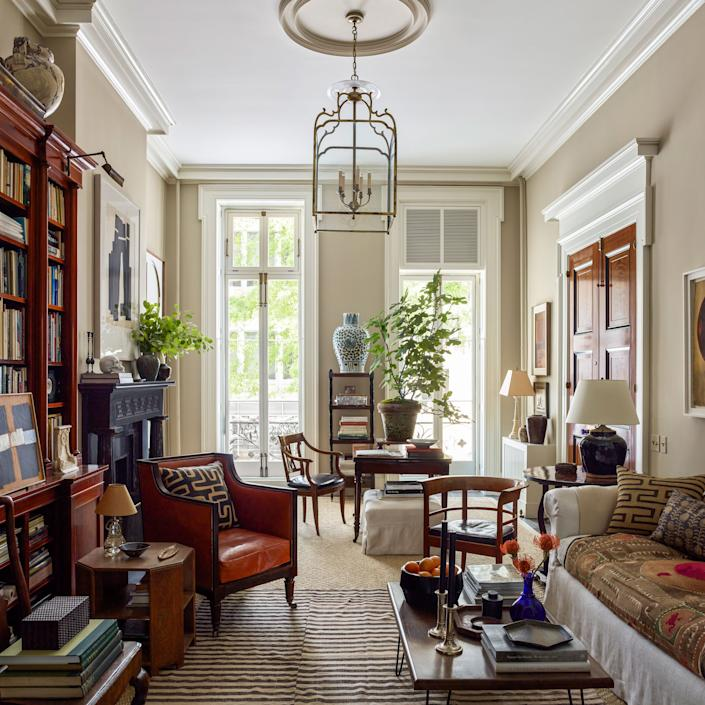 """<div class=""""caption""""> Schafer repainted the living room walls in <a href=""""https://www.farrow-ball.com/en-us"""" rel=""""nofollow noopener"""" target=""""_blank"""" data-ylk=""""slk:Farrow & Ball"""" class=""""link rapid-noclick-resp"""">Farrow & Ball</a>'s Drop Cloth and subtly rearranged the furnishings—including a slipcovered sofa upholstered in linen from <a href=""""https://arabelfabrics.com/"""" rel=""""nofollow noopener"""" target=""""_blank"""" data-ylk=""""slk:Arabel Fabrics"""" class=""""link rapid-noclick-resp"""">Arabel Fabrics</a>, an antique library chair in <a href=""""https://www.edelmanleather.com/"""" rel=""""nofollow noopener"""" target=""""_blank"""" data-ylk=""""slk:Edelman Leather"""" class=""""link rapid-noclick-resp"""">Edelman Leather</a>, and a prototype for a Faaborg chair designed by Kaare Klint in 1914—for an airier feel. A Chinese urn from <a href=""""https://jaynethompsonantiques.com/"""" rel=""""nofollow noopener"""" target=""""_blank"""" data-ylk=""""slk:Jayne Thompson Antiques"""" class=""""link rapid-noclick-resp"""">Jayne Thompson Antiques</a> and a brass hanging lantern by <a href=""""https://www.robertkime.com/"""" rel=""""nofollow noopener"""" target=""""_blank"""" data-ylk=""""slk:Robert Kime"""" class=""""link rapid-noclick-resp"""">Robert Kime</a> complete the look. </div>"""