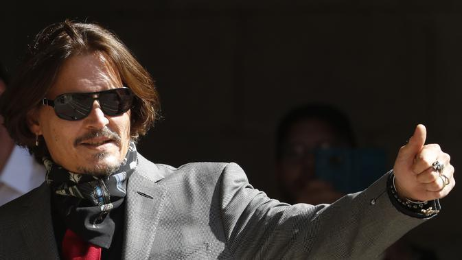Johnny Depp dalam persidangan di London, Selasa (21/7/2020). (AP Photo/Alastair Grant)