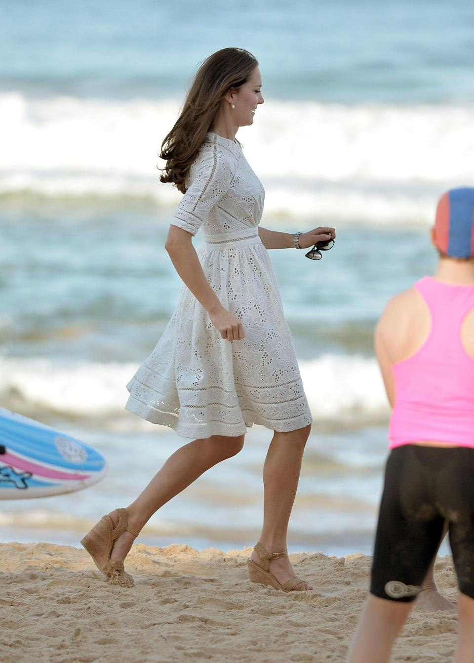 Kate Middleton wore wedged heels during a visit to Manly beach in 2014. Photo: Getty