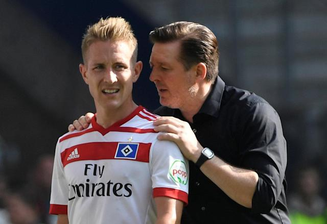 Soccer Football - Bundesliga - Hamburger SV v Borussia Moenchengladbach - Volksparkstadion, Hamburg, Germany - May 12, 2018 Hamburg's Lewis Holtby with coach Christian Titz after being substituted off REUTERS/Fabian Bimmer DFL RULES TO LIMIT THE ONLINE USAGE DURING MATCH TIME TO 15 PICTURES PER GAME. IMAGE SEQUENCES TO SIMULATE VIDEO IS NOT ALLOWED AT ANY TIME. FOR FURTHER QUERIES PLEASE CONTACT DFL DIRECTLY AT + 49 69 650050