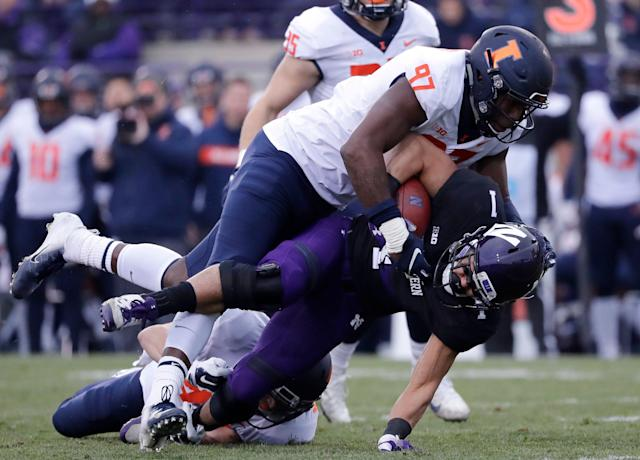"Illinois defensive end <a class=""link rapid-noclick-resp"" href=""/ncaaf/players/278622/"" data-ylk=""slk:Bobby Roundtree"">Bobby Roundtree</a> suffered a severe spinal injury in a swimming accident. (AP)"